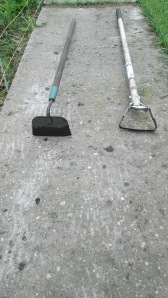 Traditional paddle hoe (left) and stirrup hoe (right)